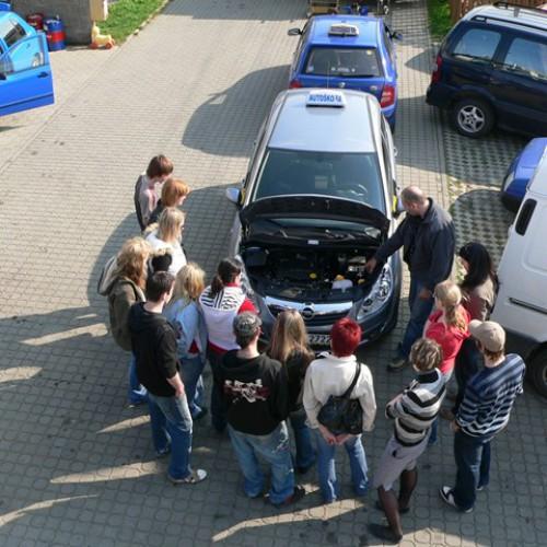 Ukázka výuky praktické údržby vozidla 07