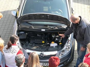 Ukázka výuky praktické údržby vozidla 08