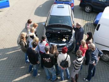 Ukázka výuky praktické údržby vozidla 09